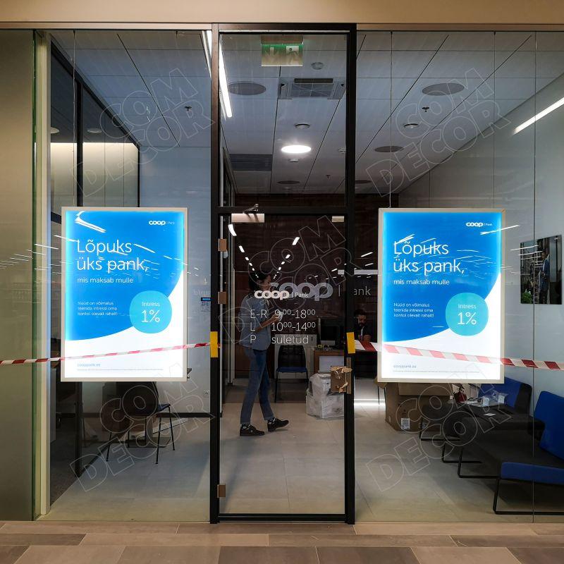 Valguskastid / valgusreklaam panga aknal