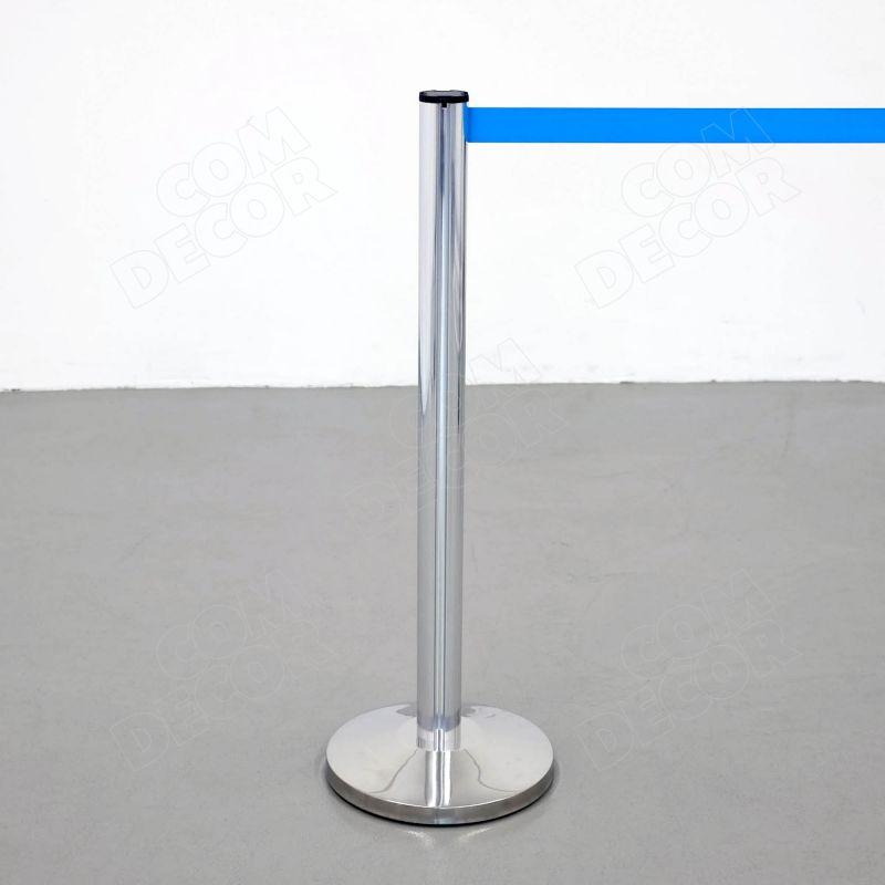Queue barrier pole with barrier belt